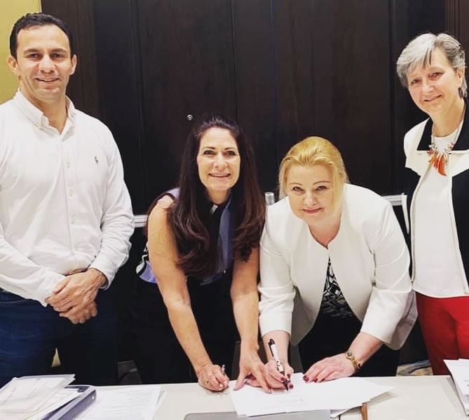 Dr Mountaha Hage and Gail Siminovsky sign Affiliate Algeria